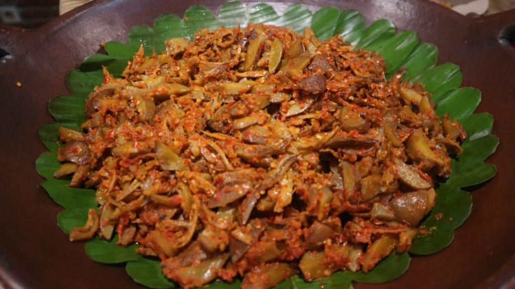 makan di Bakoel Ussy menu jengkol