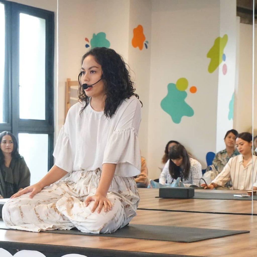 manfaat meditasi untuk mengelola keuangan