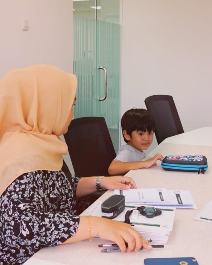 manfaat meditasi untuk mengelola keuangan anak (1)
